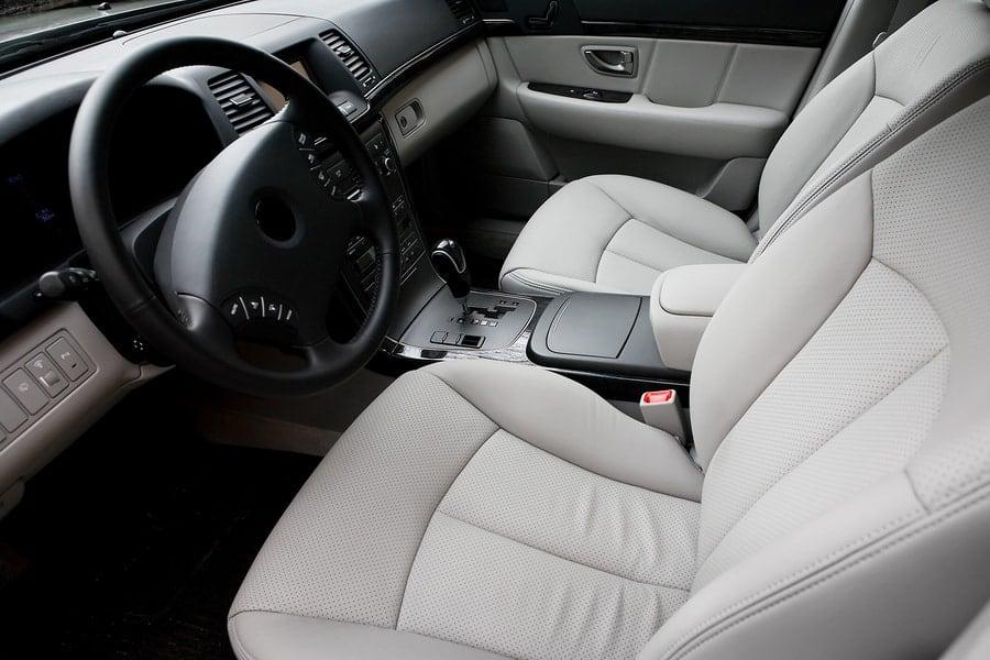 חידוש מושבי עור ברכב