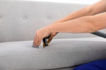ניקוי ספות - איך מורידים כתם שמן