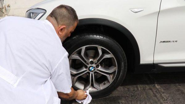 חומר להברקת צמיגים ברכב